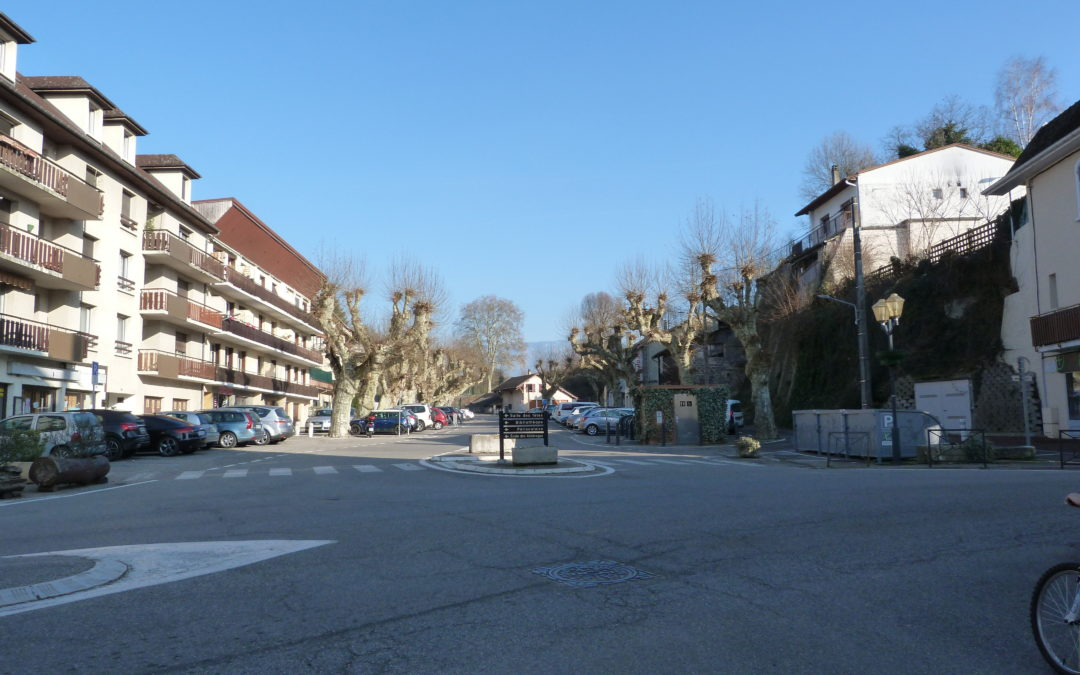 PLACE CAROUGE